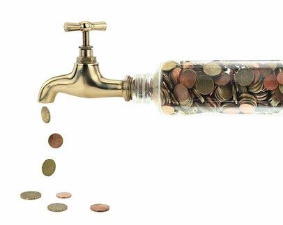 老後のお金が不安...公的年金の支給額が毎年変わるのはなぜか