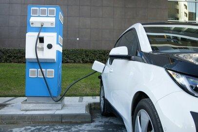 世界の自動車メーカーが電気自動車シフト?!EV先発組・日産の決算はどうか