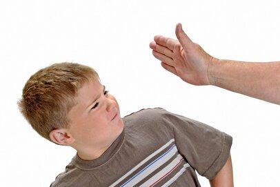 子どもを叩いてもいいなんて…夫や祖父母との対立、どうする?