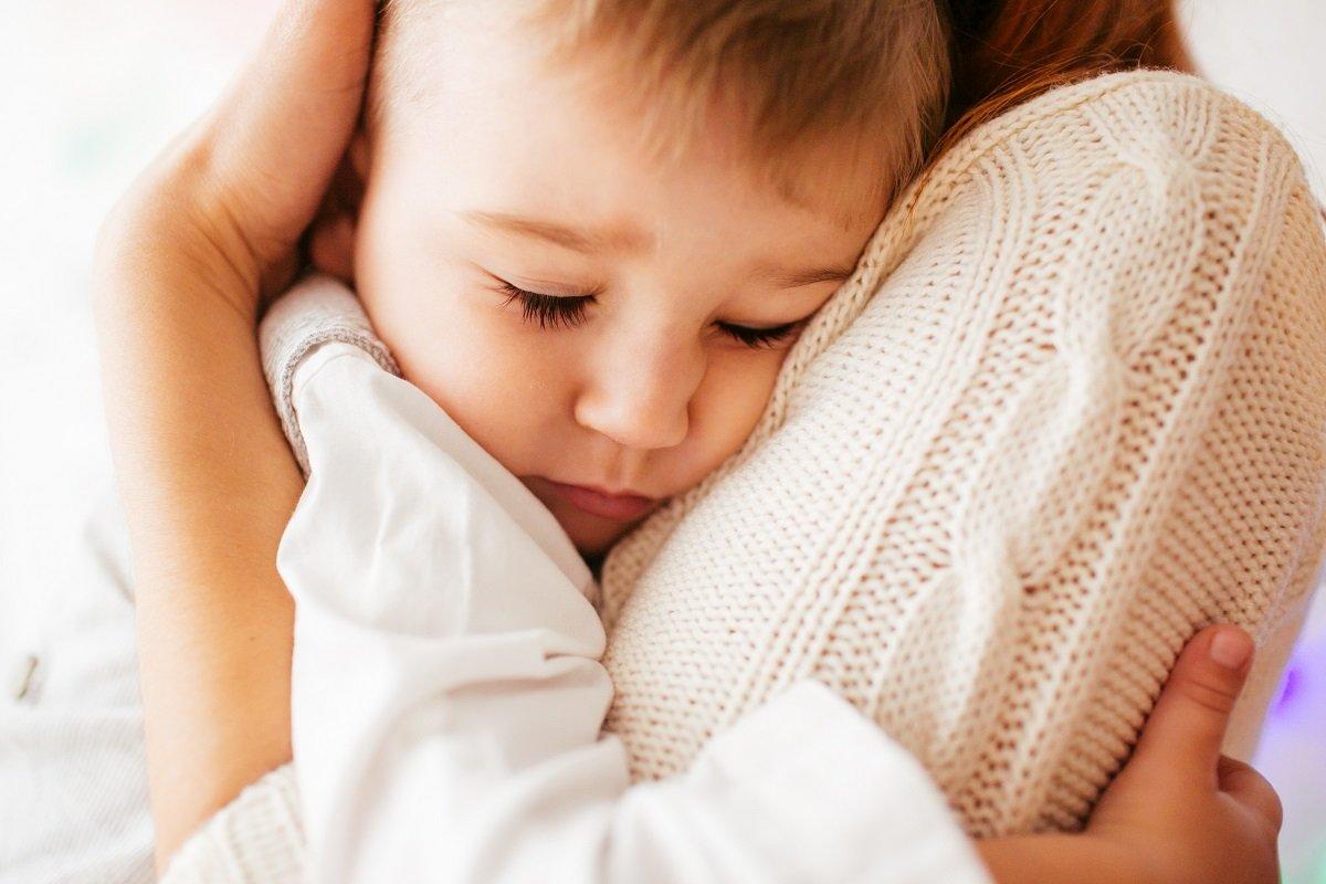 親に抱きしめられなかった第一子。親の後悔、子の思い