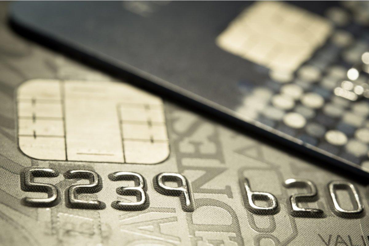 【ゴールドカード】「Amazon MasterCard ゴールド」と「エポスゴールドカード」を徹底比較、どちらがポイントの貯まりやすいクレジットカードか