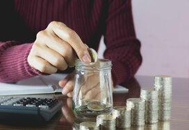 働く世帯の1カ月の貯金額は?貯まらない人の改善方法