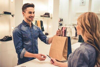 販売店員(百貨店店員を除く)の給料はどのくらいか