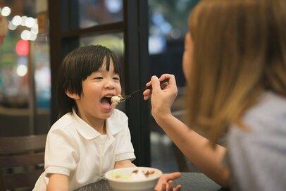 子どもは迷惑な存在? 外で嫌な顔をされるたびに感じるモヤモヤ