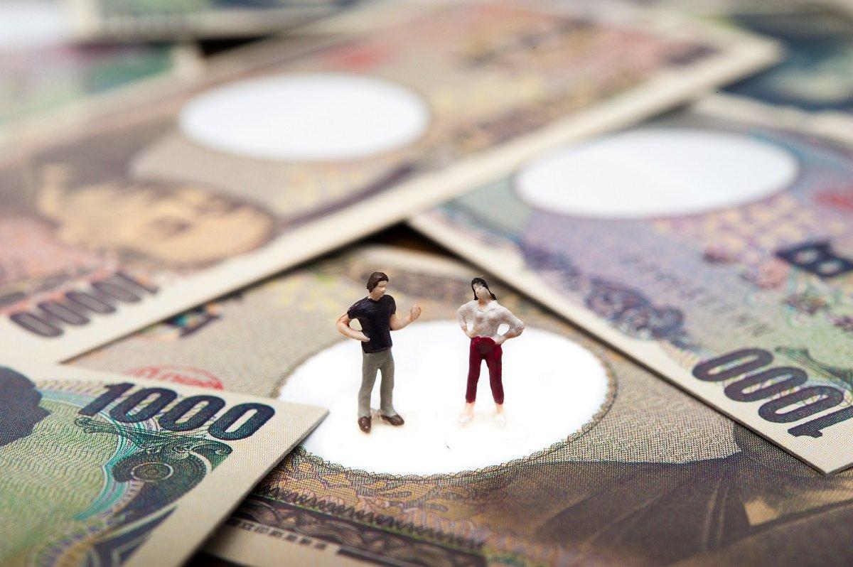 【共働き世帯】月の収入や貯蓄はいくらか。専業主婦世帯との差は?