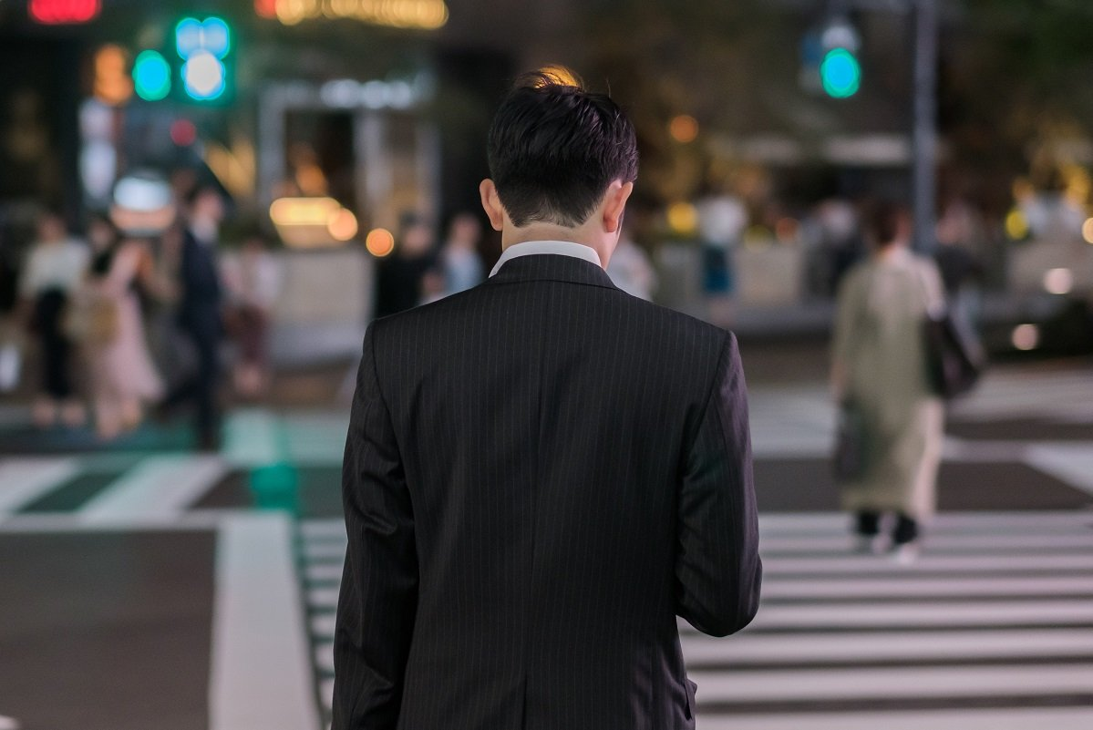 家にまっすぐ帰らない「フラリーマン」を待つ「ワンオペ妻」のいら立ち