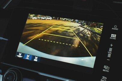 車の安全装備に払ってもいい金額はいくらか。バックカメラ義務化へ