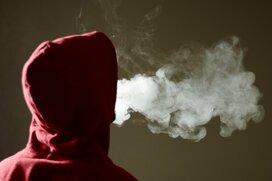 トランプ大統領の事情―米中高生をハメた「フルーツ風味の電子タバコ」の中途半端な規制措置の理由とは