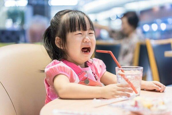 人前で子どもを叱るのが怖い…「親がちゃんと怒れ」と感じる人に知ってほしいこと