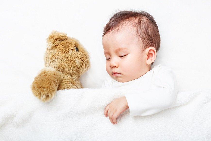 赤ちゃんは夏に背が伸びる! 世界初の大規模な解析