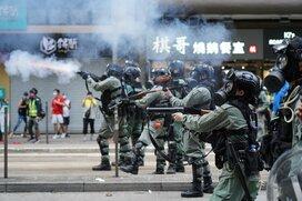中国の圧力に揺れる香港、「国家安全法」で再び治安不安定化の恐れ