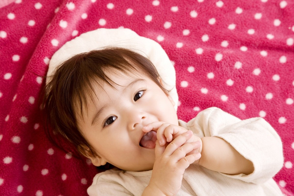 「保育園に預けると子供の発育に影響するの?」 ママの罪悪感への答えとは