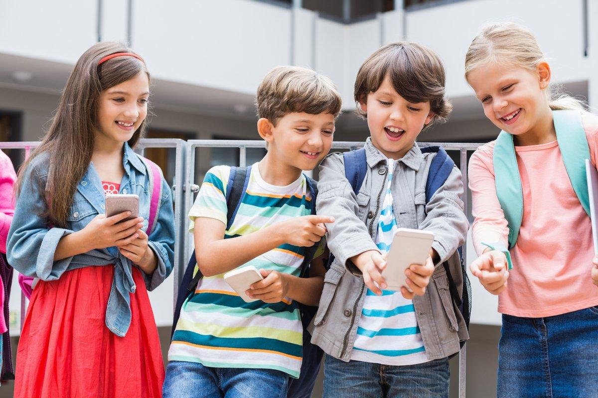 """子どもの""""初めてのスマホ""""、みんなはどうしてる?『モバイル社会白書』の結果から"""