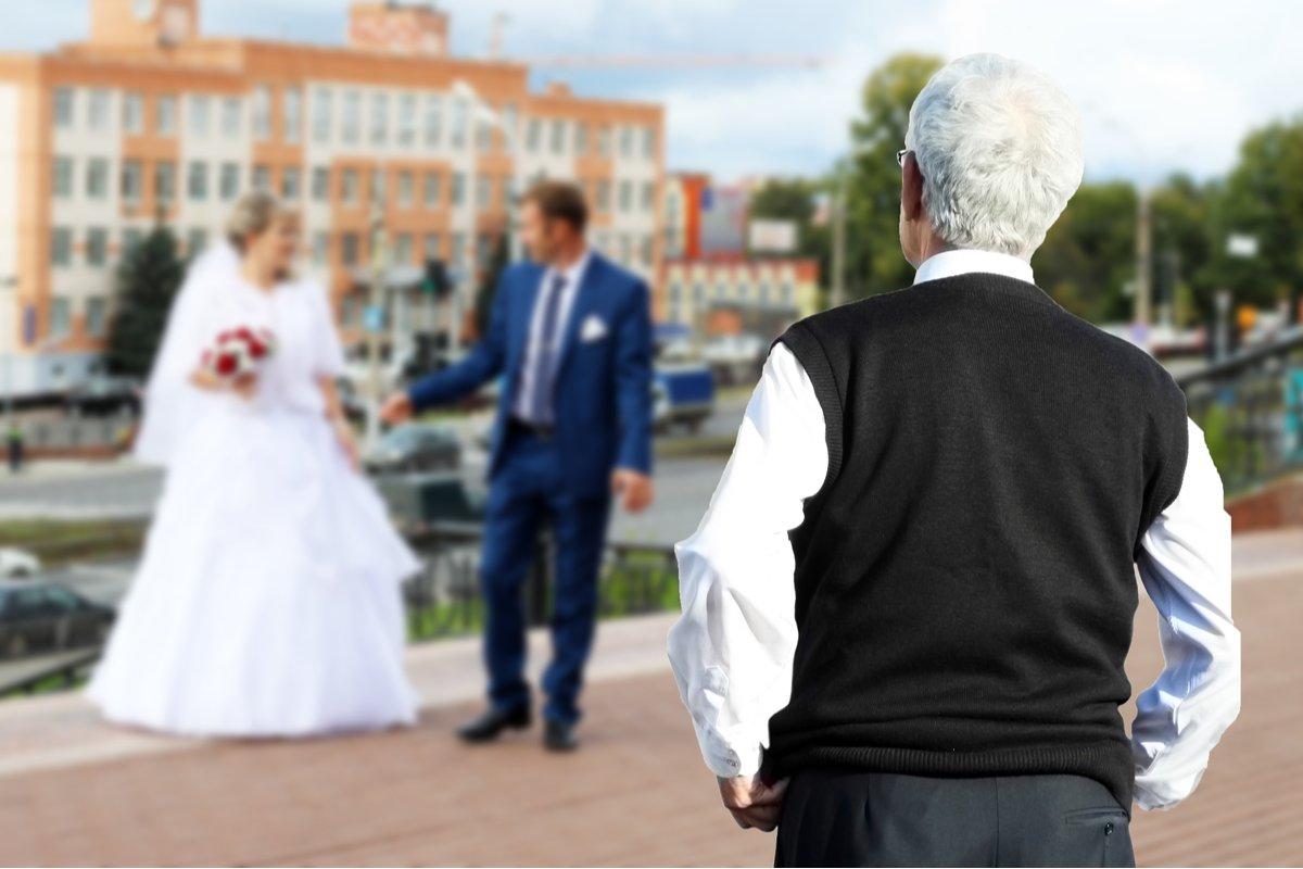 「セクハラ」ならぬ「ジジハラ」?「結婚した途端に呼び捨て」「いきなり部屋侵入」嫁を悩ます義父との関係とは