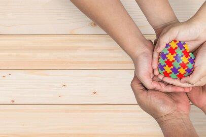 発達障害児を育てる共働き夫婦、3つの壁とは