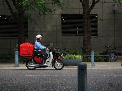 郵便の土曜配達廃止に賛否、「利用者のわがまま」か「独占企業の義務」か