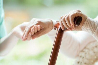 親の介護は誰にも起こり得る。費用の目安はどのくらい?