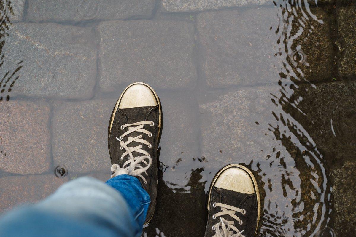 うれしい防水仕様で梅雨もおしゃれに。ワークマン「1500円PVC防水シューズ」