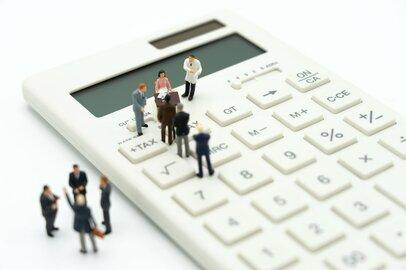生涯年収がもっとも高いのは公務員?それとも大企業の正社員?