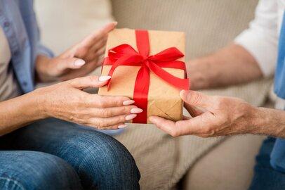 夫婦仲冷め始めたその時こそ。嬉しかった「プレゼント」「言葉」TOP3