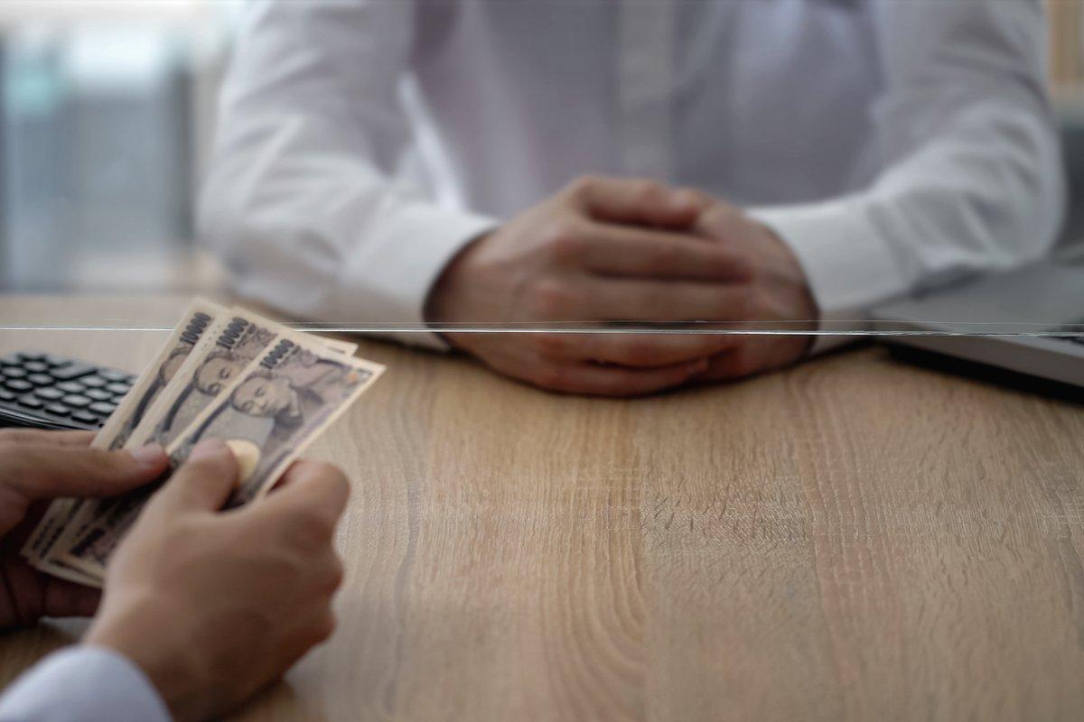 元銀行員に聞いた。お金が貯まらない人がやりがちなNG行動3選