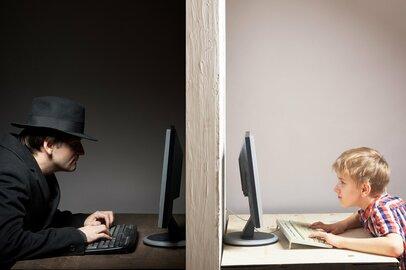 「不審者に後をつけられたら?」「ネット上で誘われたら?」危険から子ども守るために親ができること