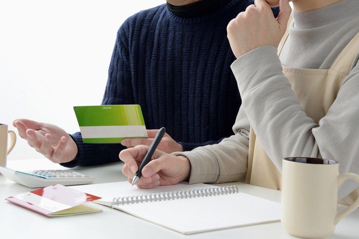 世帯収入の減少予想額は100万円以上。働く主婦の「お金と仕事の不安」