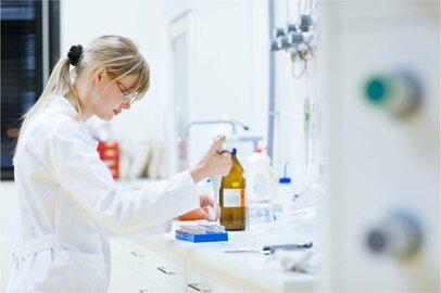 女性の臨床検査技師の給料はどのくらいか