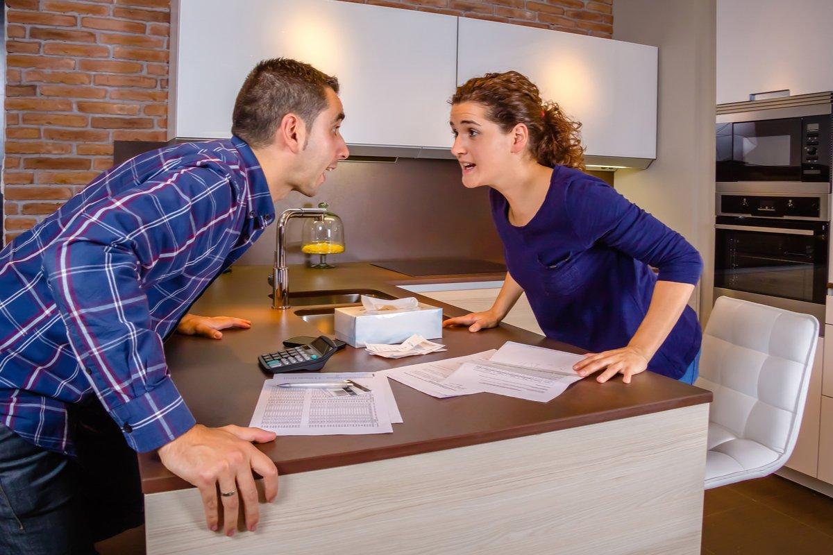 「妻」だけが家計管理をしている家庭はどれくらい?夫婦のお金にまつわるトラブル、「落としどころ」とは