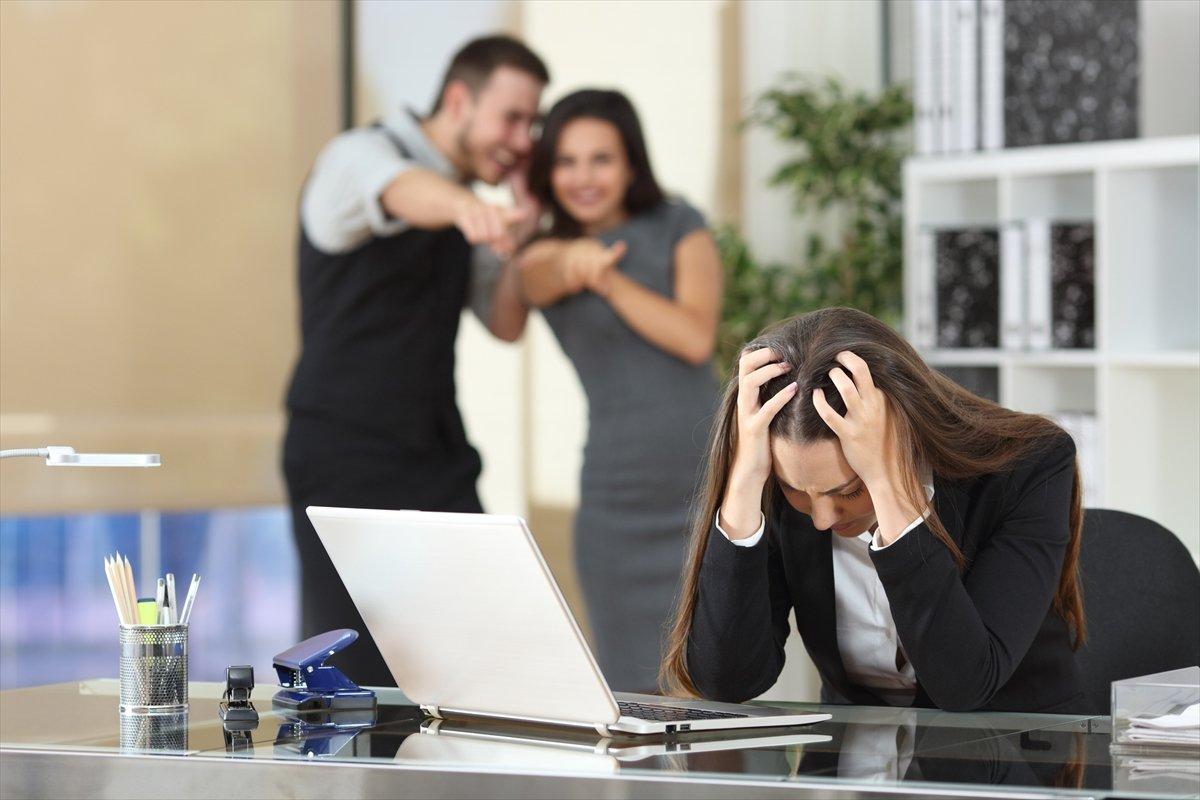手を出せない上司や教師を逆手に取って増える、卑劣な「逆パワハラ」