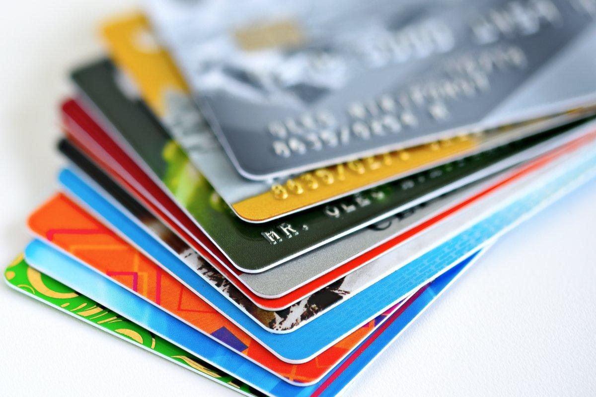 【クレカ比較】「Orico Card THE POINT」と「au PAY カード」はどちらがポイントを貯めやすいクレカか