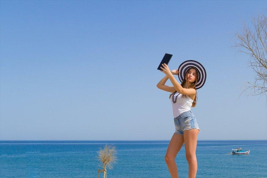 ジャミーラジャミール 近年、若い女性の間で、自撮りカメラや画像編集などのアプリを駆使して、自分の容姿を可愛らしく加工して「盛る」ことが流行っています。