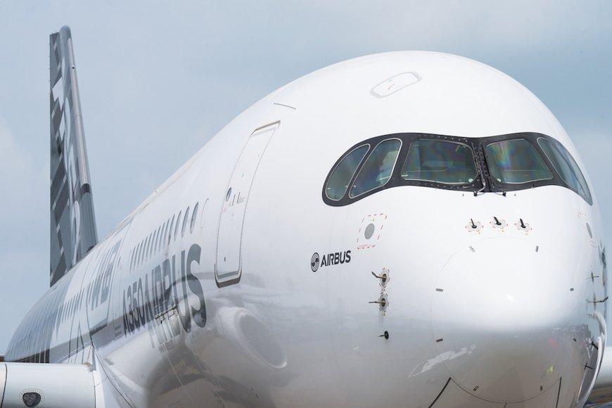 シンガポール航空の出発を遅らせた白装束の謎の集団〜異文化体験は旅の楽しみ