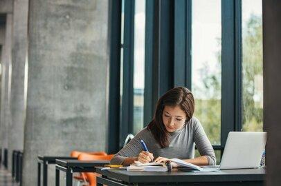 慶應義塾大学・文学部の学生が就職する上位企業ランキング