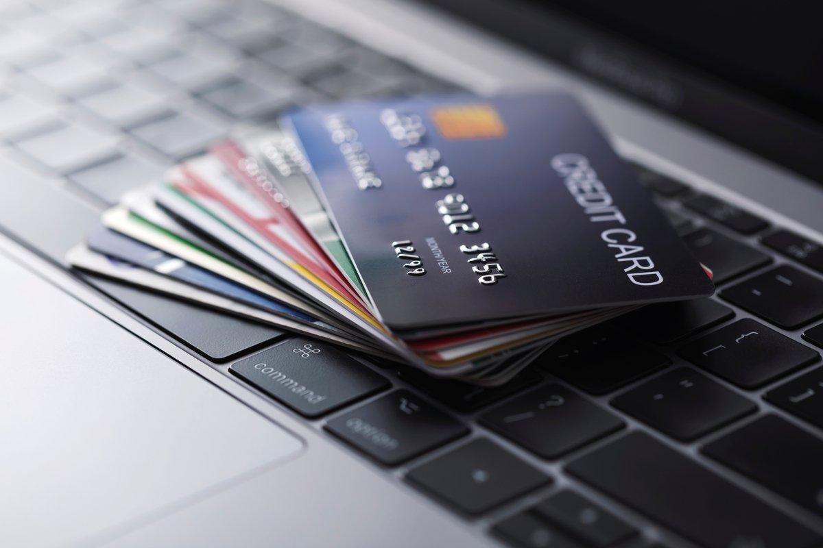【クレカ比較】オリコ「Orico Card THE POINT」とAmazon「Amazon Mastercard クラシック」はどちらがポイントを貯めやすいクレカか