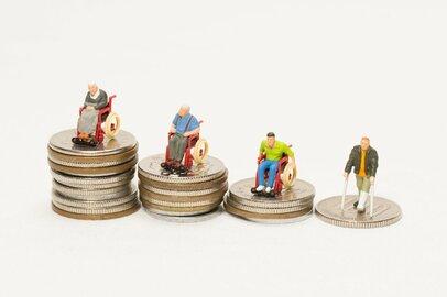 介護費用を「本人・配偶者以外」が負担している世帯は、どのくらいか?