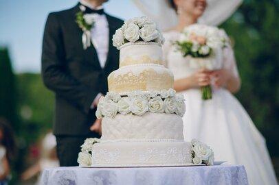 アベノミクスは失敗? 低迷する結婚式業界の売上高から考える