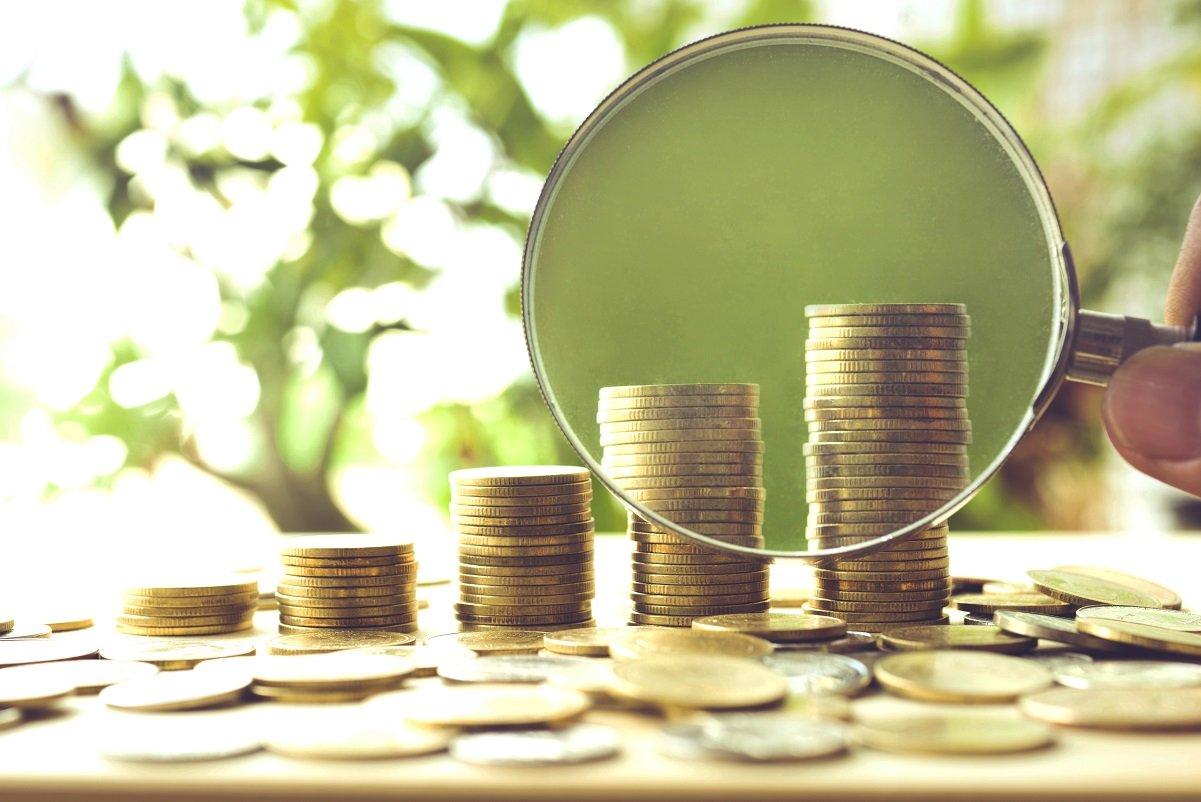 老後の生活資金額を測る「年収倍率」、投資をしている人はしていない人の何倍?