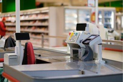 女性のスーパー店チェッカーの給料はどのくらいか