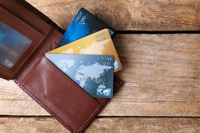 クレジットカード保有率は2015年以降で過去最高、みんなクレカは何枚持っているのか