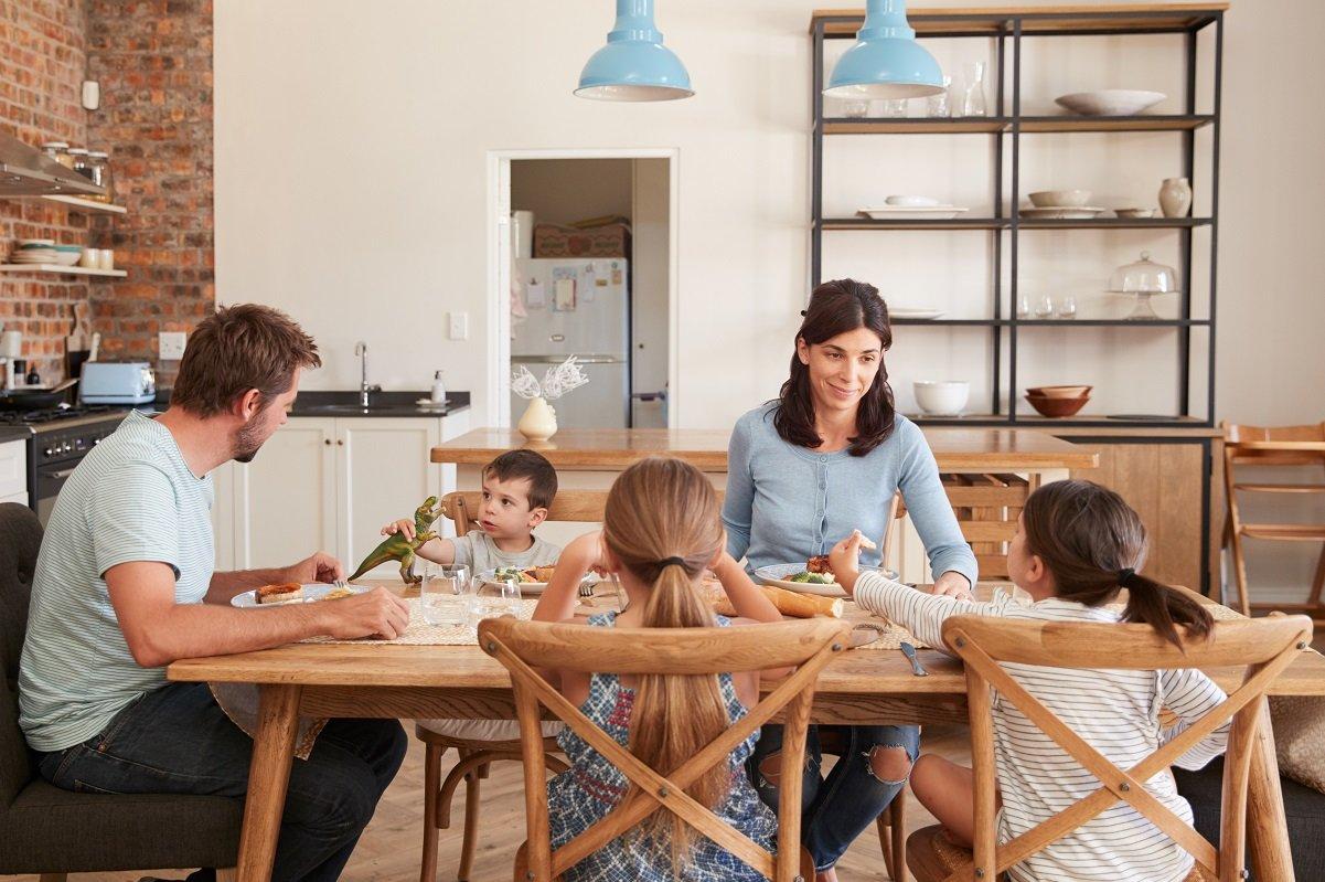 在宅勤務で家族5人が家に! 衝突回避のコツは「非日常を楽しむ」ことだった