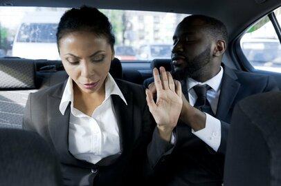「飲み会で上司にセクハラされた!」訴えるために必要な行動って?