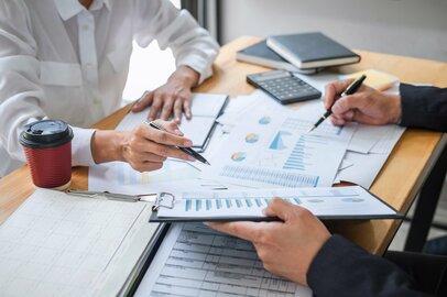 保険の見直し、「払い済み」の活用も。お金が自然と貯まる人の5つの特徴