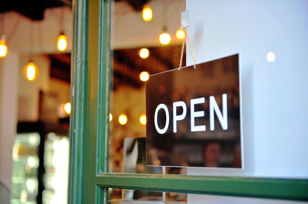 夢の飲食店開業、押さえておくべき営業許可の流れと必要資格は?
