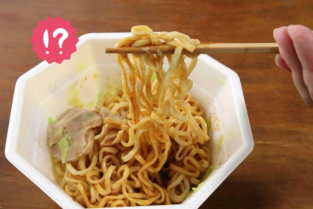 【コンビニで買えるカップ麺】とてつもない背徳感…『日清 汁なし豚ラ王』実食レビュー
