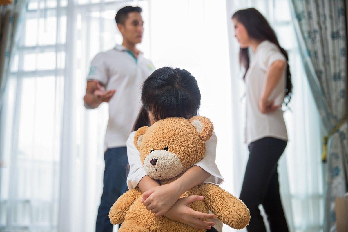 夫婦げんかは子供の心を刺す透明なナイフ。傷ついて無感動になった経験を振り返る