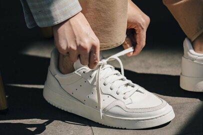 白スニーカーは大人の味方。夏コーデに足したい5足