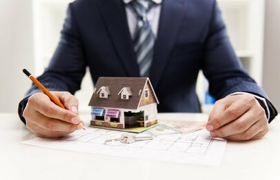 【住宅購入検討者は必見】デキる不動産営業マンを見極める3つの質問とは?