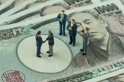 年収1000万円の人について知りたい!業種や支払う税金は?<br />