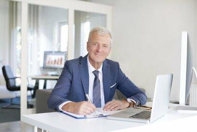 定年退職する前に確認したい、年金と退職金、失業保険金を受け取るための手続きとは